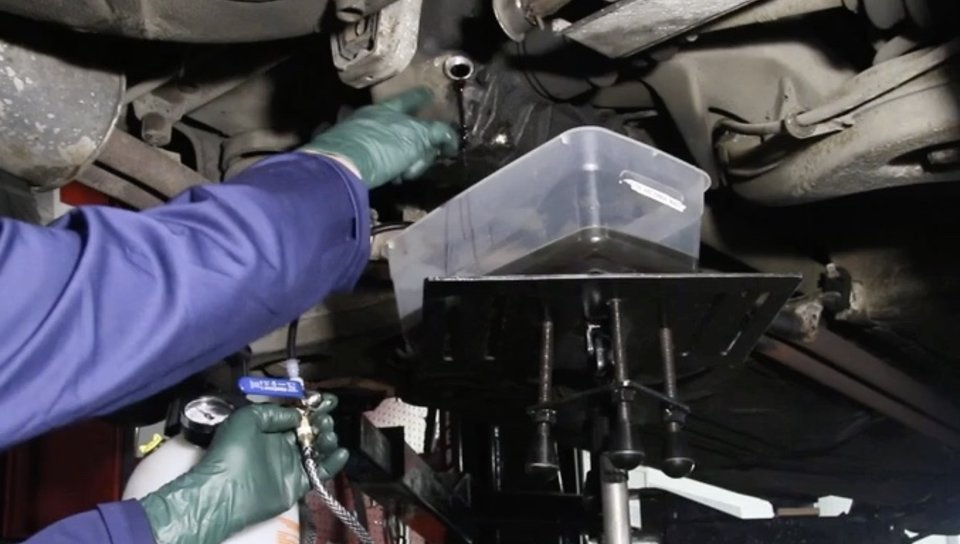 What Does A Transfer Case Do >> How To Pressure Fill A Rear End Transfer Case Or Manual