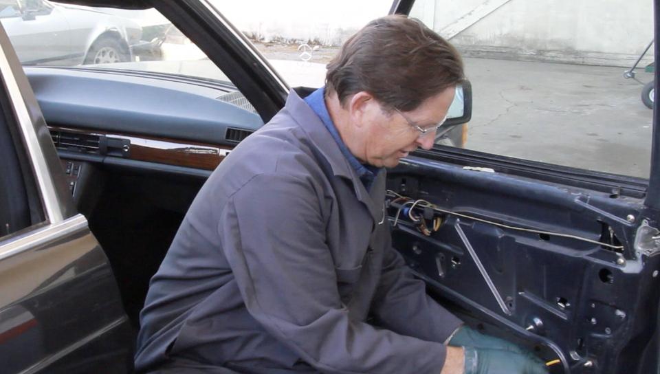 1981 to 1991 W126 Chassis Sedan Vacuum Door Lock Troubleshooting and Repair - On Demand Video Manual