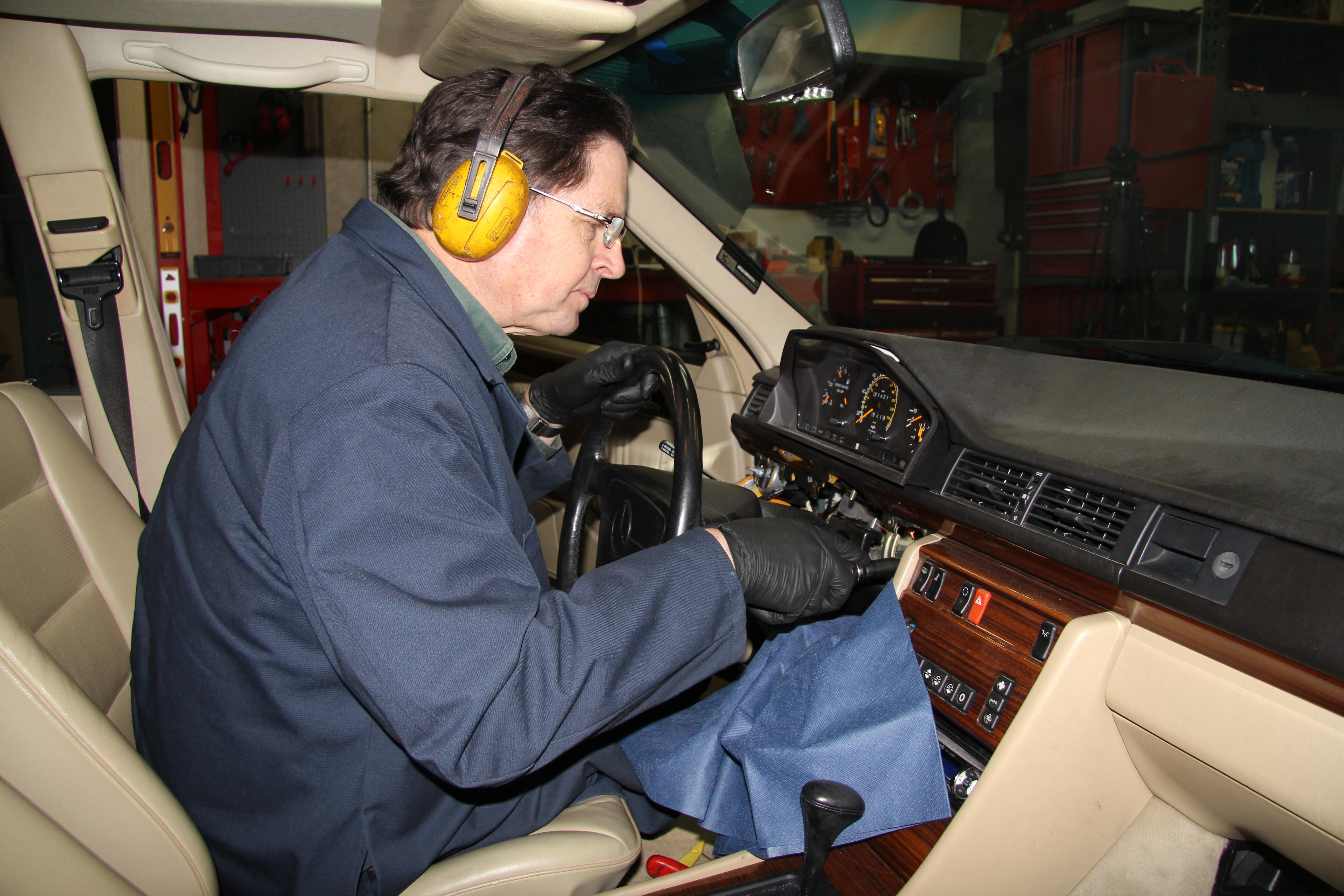 W201 W124 Late W126 Ignition Switch Tumbler w/ Two Keys - No