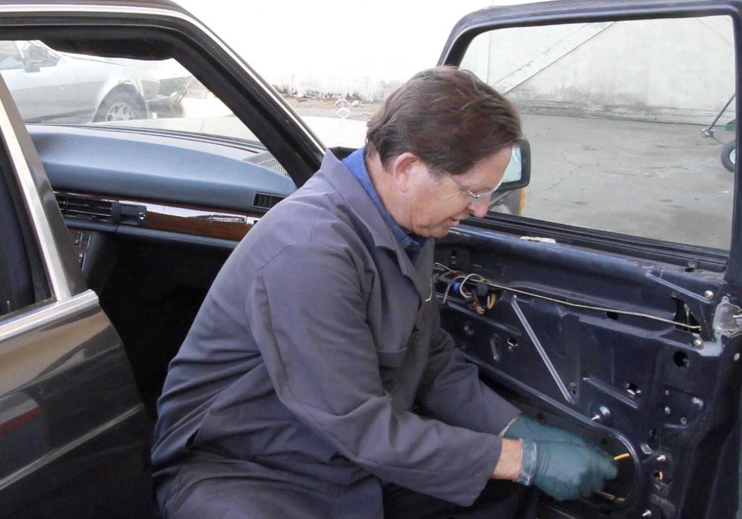 1981 To 1991 W126 Chassis Sedan Vacuum Door Lock