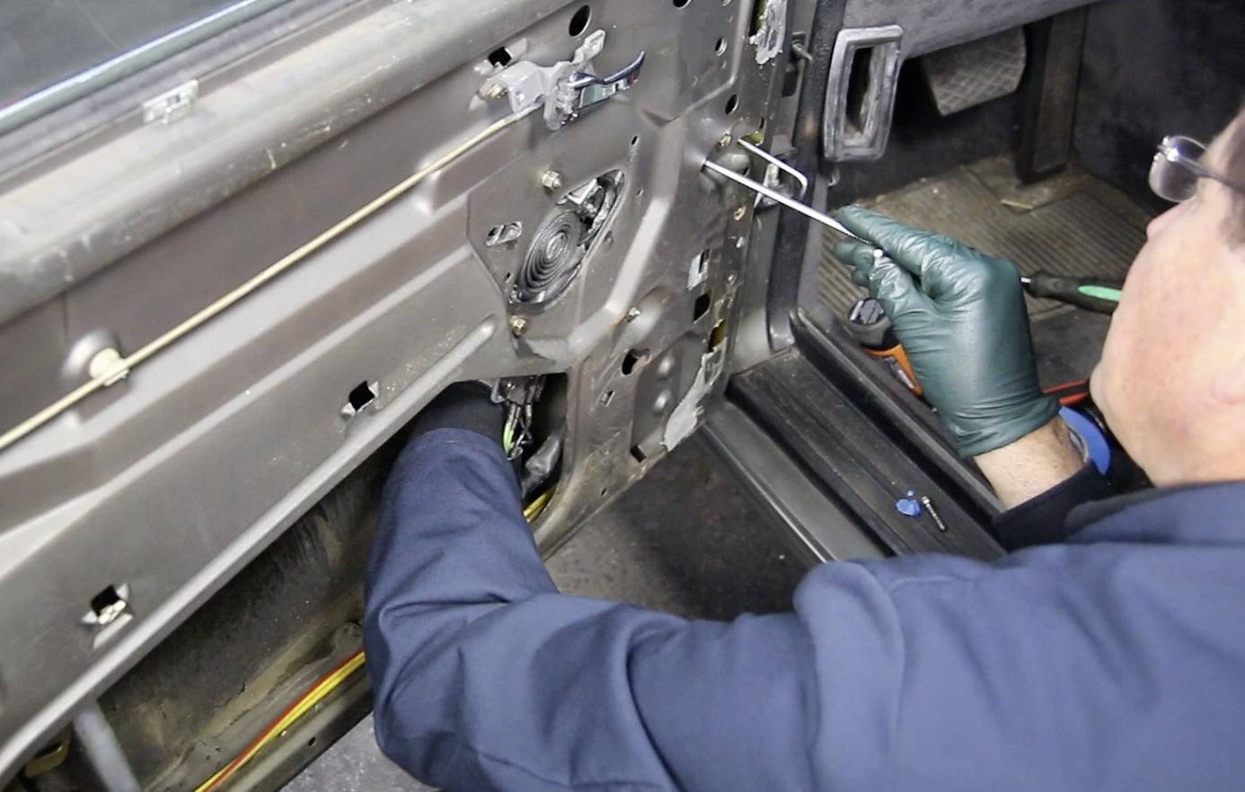 W116 Door Panel And Window Regulator Removal And