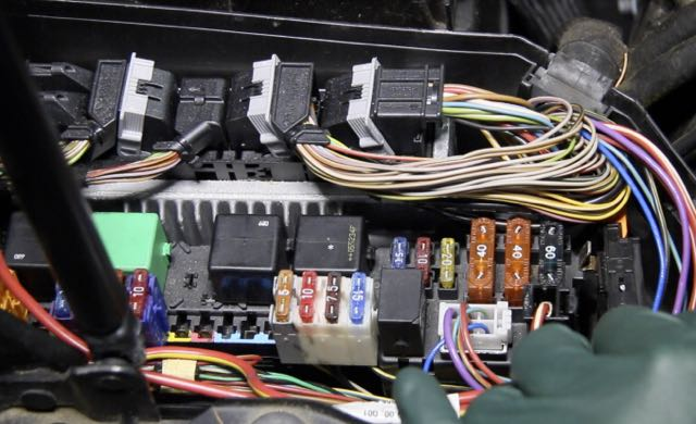 Mercedes Benz Vito further Board Cirucit Wiring Diagram as well D S Fuse Diagram Fuse Box Left furthermore Screen Shot At Pm further W Fuse Box Location Engine Interior Trunk Dash. on 2003 mercedes s430 air suspension fuse