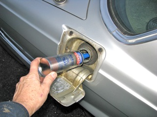 how to use fuel injector cleaner in gas tank