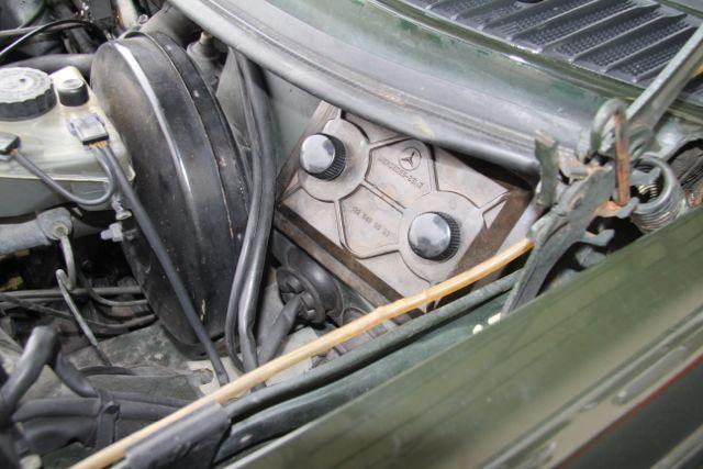 removing a w123 fuse box cover electrical problem mercedessource com Transformer Box