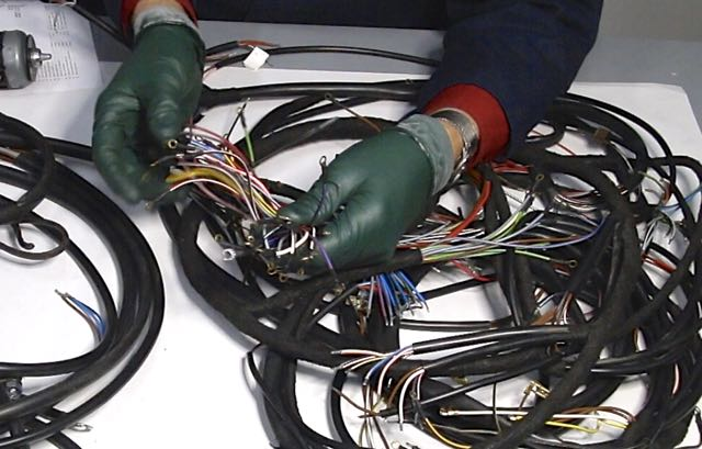 wiringcloseup replacing a badly burned wiring harness electrical problem w140 wiring harness problem at bayanpartner.co