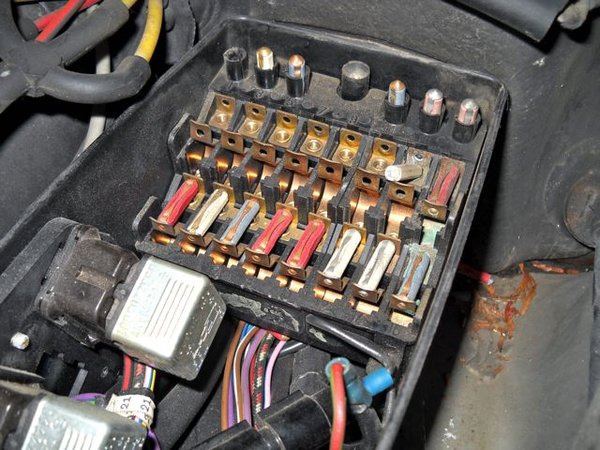 69pumpnfuse05?itok=5FCjZazS rescuing a 116 chassis 450sel 6 9 suspension problem 1978 mercedes 450sl fuse box cover at highcare.asia