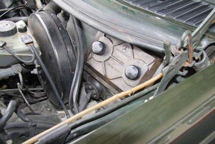 Removing a W123 Fuse Box Cover   Electrical Problem   MercedesSource.com