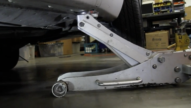 Jacking Up a Mercedes Benz - On Demand Video Instruction